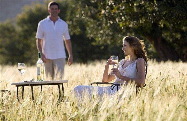 女人喝白酒好吗 女人喝白酒的好处和